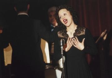 Piaf - Um Hino ao Amor, cena