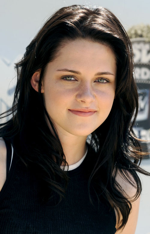 http://cinemagia.files.wordpress.com/2009/08/kristen-stewart.jpg