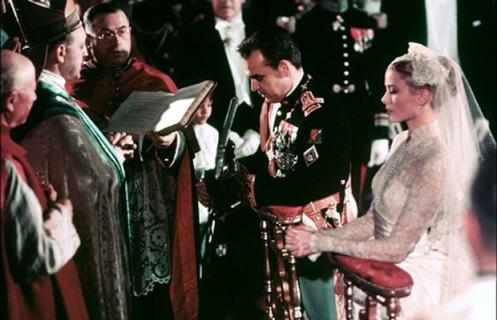 Grace Kelly em seu casamento com o príncipe Rainier III, de Mônaco, em abril de 1956