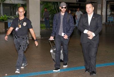 Chris Evans desembarcou no Brasil na manhã deste domingo, 08.04.2012 (Foto: Ag News)