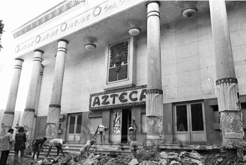 Resultado de imagem para cinema azteca sendo demolido