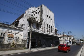 Cine Rosário, em foto janeiro de 2011 e abandonado há muitos anos (foto de André Teixeira / Agência O Globo)