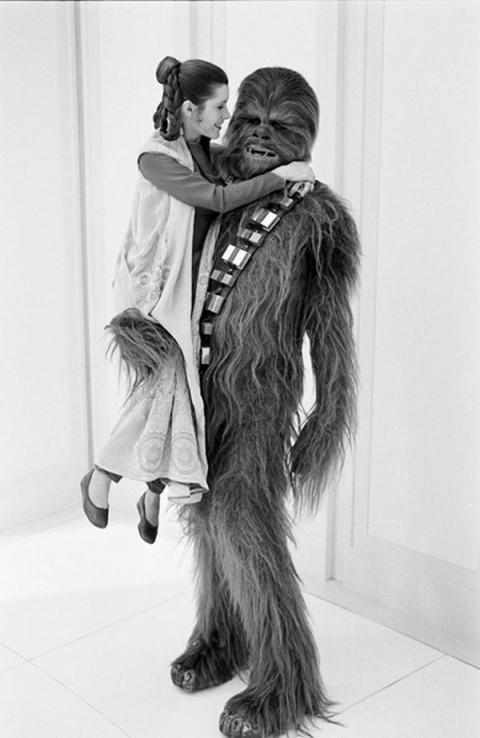 Carrie Fisher e Peter Mayhew como Princesa Leia e Chewbacca