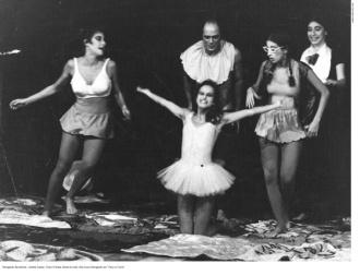 Andrea Dantas, Tonico Pereira, Karen Acioly e Bia Lessa em Cara ou Coroa, 1981. Texto de Lucia Coelho e Caique Botkay