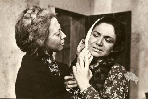 Nathalia Timberg e Fernanda Montenegro em A Muralha (de 1968)