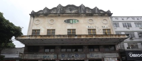Localizado em Rocha Miranda, o Cine Guaraci foi fundado em 1954. Ele funcionou até 1989, mas segue fechado desde então. Em 2006 teve o prédio tombado pela prefeitura.