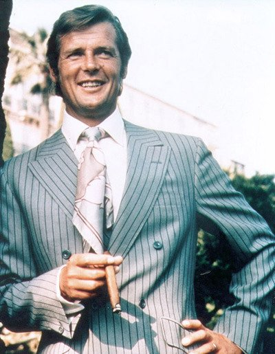 Roger Moore como Lord Brett Sinclair na série The Persuaders
