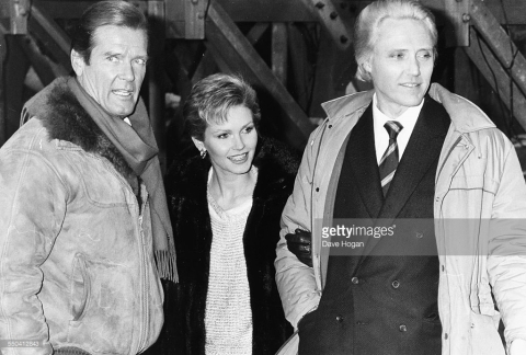 Roge r Moore, Fiona Fullerton e Christopher Walken nas filmagens de 007 Na Mira dos Assassinos