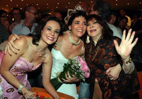 Vanessa Gerbelli (Emilinha), Solange Badim (Marlene) e a própria Marlene em Emilinha & Marlene, as Rainhas do Rádio