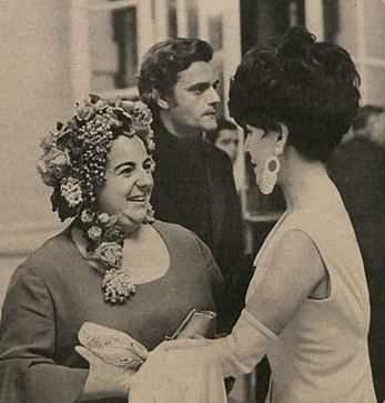 Etty Fraser com Cacilda Becker e Walmor Chagas na entrega do prêmio Saci (1967)